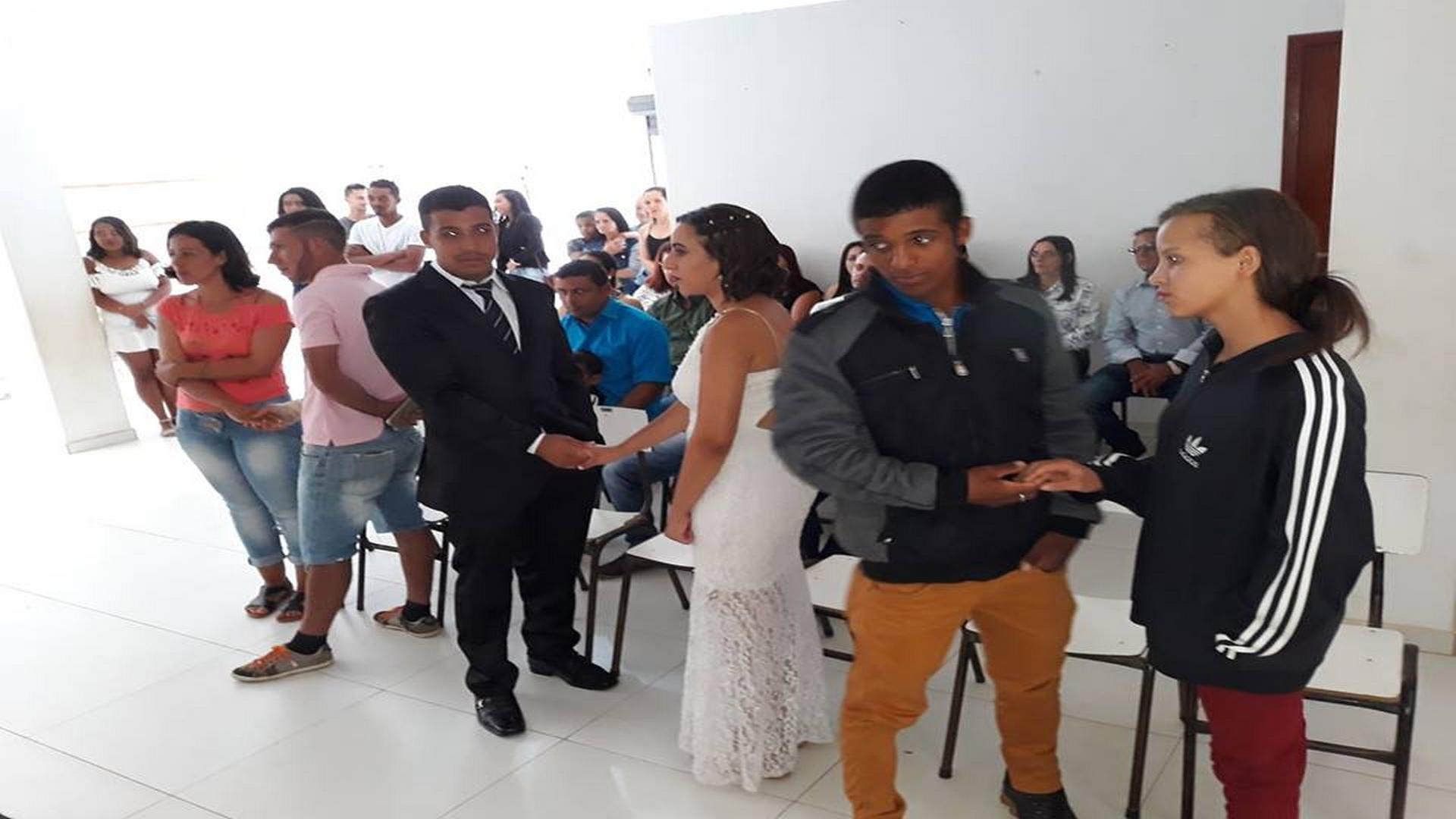 PREFEITURA MUNICIPAL REALIZA III CASAMENTO COMUNITÁRIO DE ARAPONGA !!!